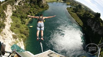 man doing an extreme bungee jumping